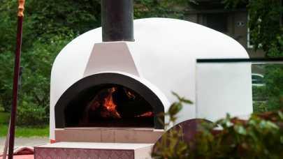 Mobilny piec opalany drewnem - pomysł na dochodową pizzerię