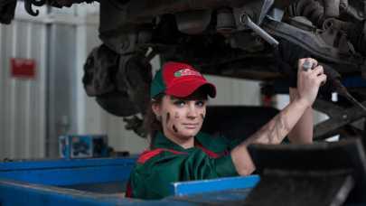 LUCART przejmuje sklepy i warsztaty motoryzacyjne w Polsce