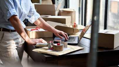 Jak dostarczać klientom e-sklepów przesyłki w tani i szybki sposób