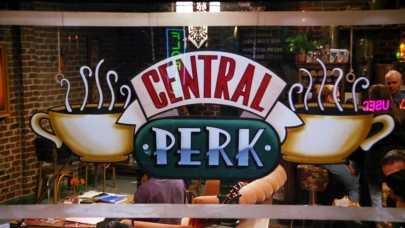 Otwórz kawiarnię/pub wzorowany na popularnych serialach