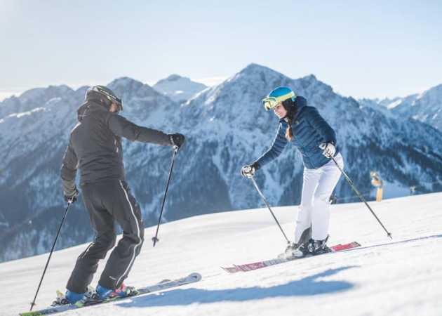 Szkółka jazdy na nartach i snowboardzie - pomysł na zimowy biznes