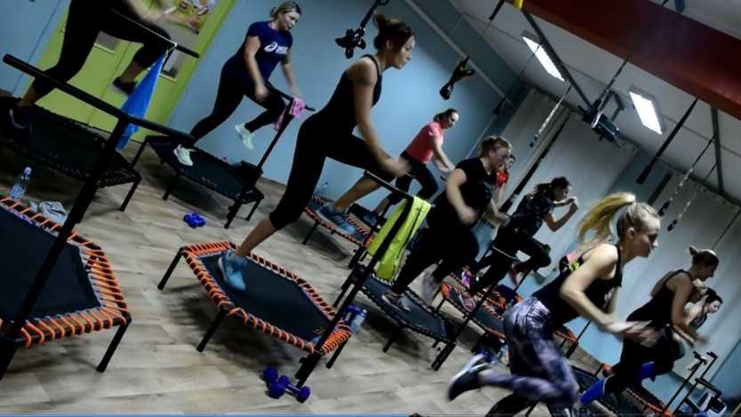Fitness na trampolinach. Skokami po zdrowie i super sylwetkę