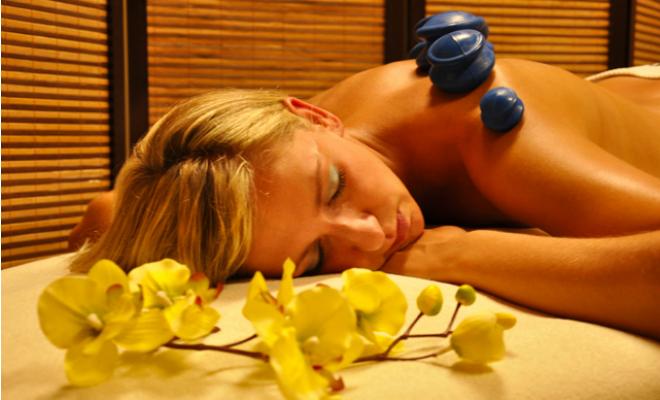 Mobilny masażysta. Zabiegi w domu są komfortowe i bardziej relaksujące