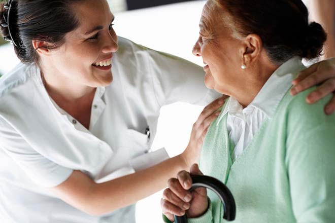 Złota jesień życia seniorów - agencja opiekunek/opiekunów dla osób starszych