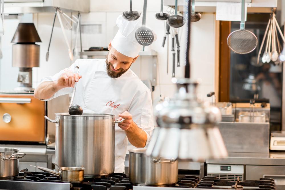 Wyposażenie kuchni gastronomicznej - najważniejsze urządzenia