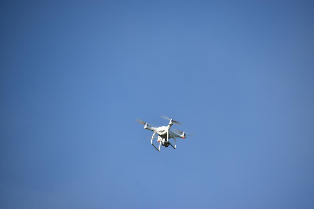 Niebieskie technologie - operator drona